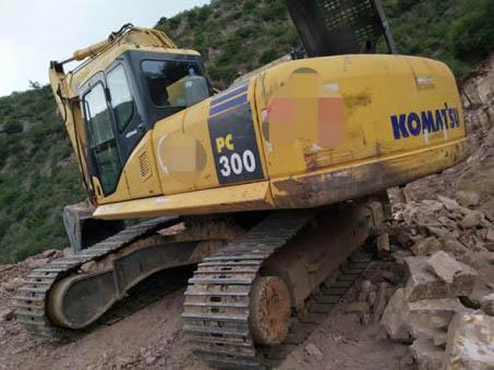 小松400-8挖掘机高温超负荷引起憋车会给发动机带来致命的伤害!