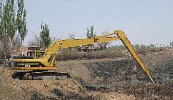 贵州六盘水PC430-8挖掘机干活有响声、分配阀漏油要换大修包!