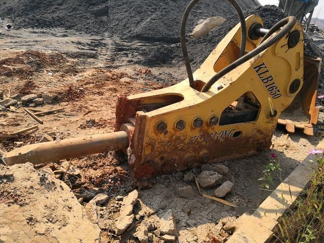 四川攀枝花小松挖掘机工作、行走、回转装置都不动