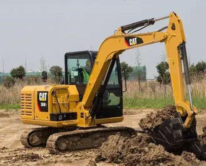 挖掘机行走跑偏怎么回事?小松挖掘机维修中心分析!
