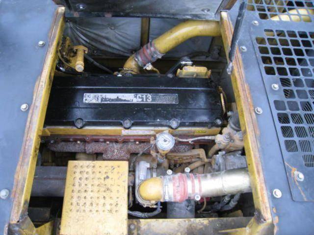 龙山县小松PC110-8M0挖掘机拉缸冒黑烟