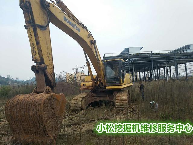 塔城市小松PC210-8M0挖掘机液压故障下排气问题无法启动