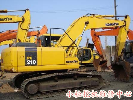 京山县小松PC70-8挖掘机分配阀跑偏机油废气大